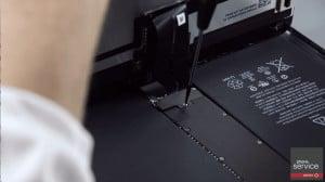 Quitaremos los tornillos del iPad Pro con el destornillador de estrella-min