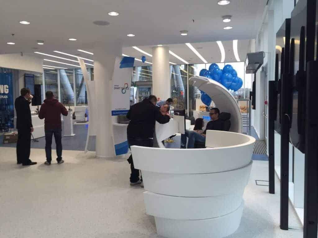 Samsung Premium Service Plaza por dentro