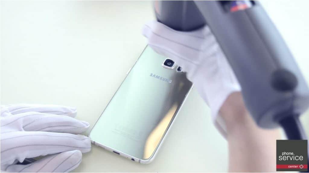Colocamos la tapa trasera del Samsung Galaxy S6 Edge