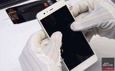 Cerramos el Huawei P10 Plus y preisonamos para que se adhiera bien la pantalla
