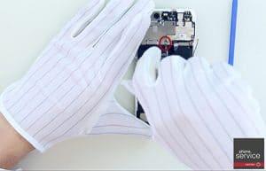 8.-Quitamos-la-chapa-protectora-del-flex-que-integra-el-tactil-y-el-display