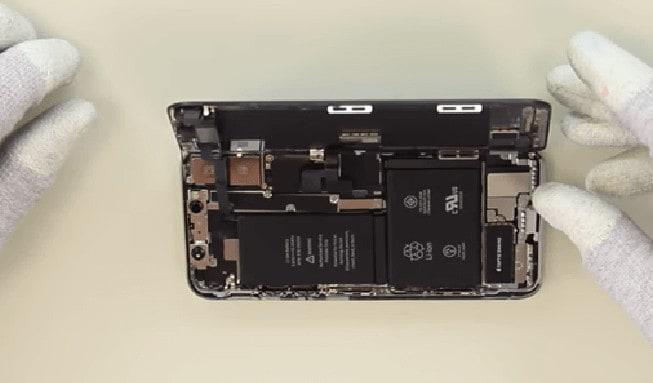 el iPhone X queda abierto en forma de libro