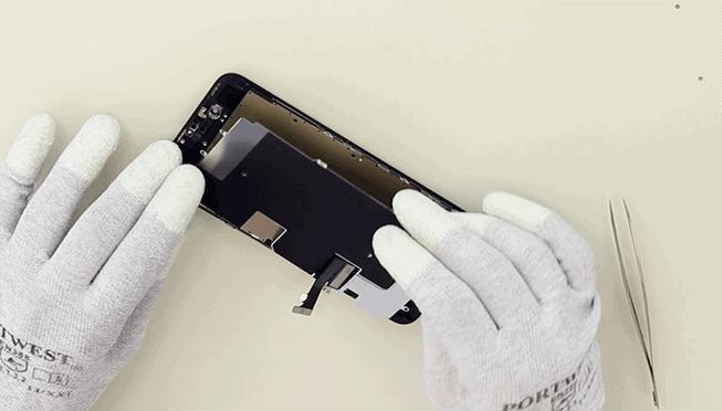ponemos el protector del LCD junto con su pegatina