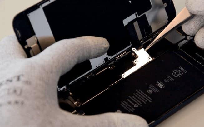 quitamos la chapa protectora del flex de la bateria, del tactil, del LCD y boton Home