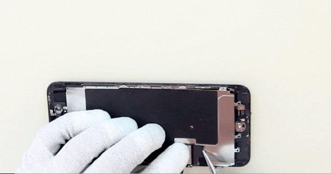 quitamos la pegatina para poder quitar el protector del LCD