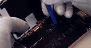 3 desconectar flex de la bateria y del lcd