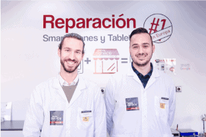 tecnicos-en-tienda-de-reparacion-de-moviles-y-tablets-phone-service-center